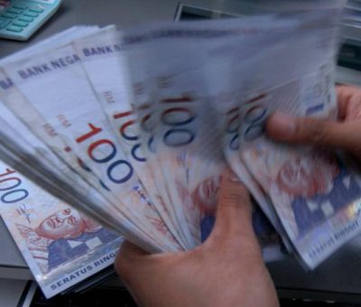 What does everyone get in the 2020 Economic Stimulus Package by Malaysia Government?
